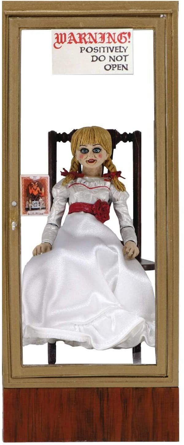 The Conjuring Universe Figura Ultimate Annabelle (Annabelle 3)